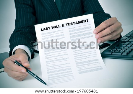 man in suit showing where the testator must sign in a last will and testament document Foto stock ©