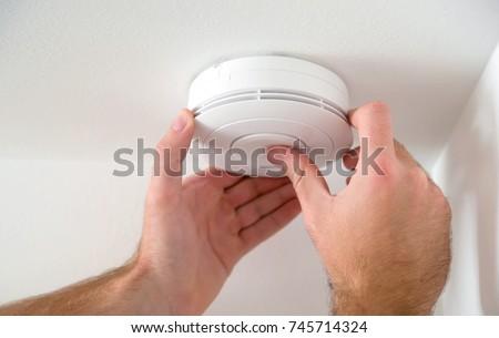 Man installing smoke or carbon monoxide detector Stockfoto ©