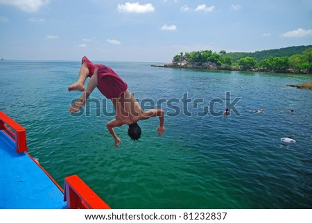 Man jumping to the sea
