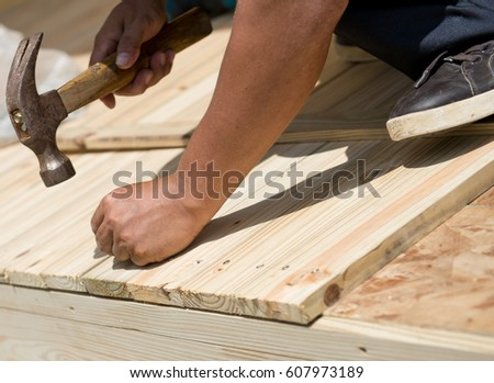 Man Laying Laminate Flooring With Tools Ez Canvas