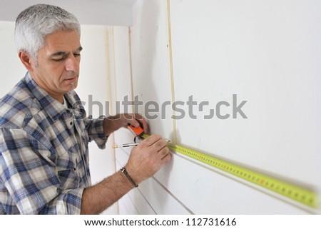 Man measuring wall Photo stock ©