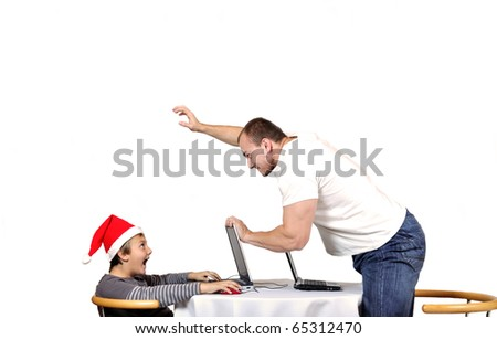 Man threaten child in santa hat because of lose game