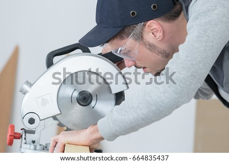 Man using circular saw #664835437