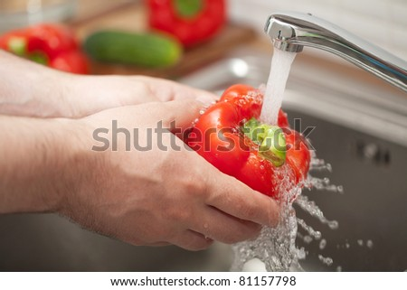 man washing vegetable