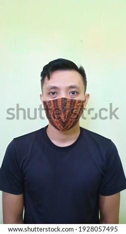 Man wear handmade batik face mask for disease and virus prevention Stok fotoğraf ©