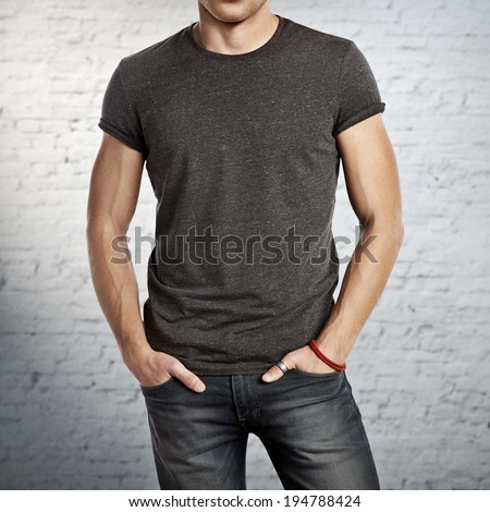 Man wearing dark grey t-shirt