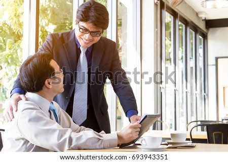 Manager encourage his employee / staff team to do best job.
