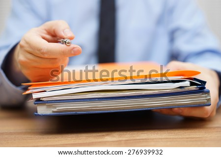 manager is offering you pen and  to take the documentation to begin with work Foto d'archivio ©