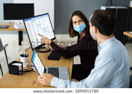 Manager Training Business People At Computer In Face Mask Photo stock ©
