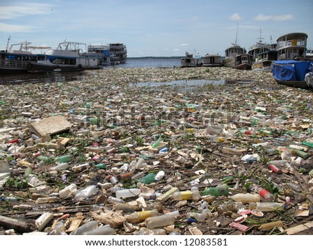 Manaus, 08 December 2007. Shocking pictures of water pollution in the Rio Negro,  Amazonas, Brazil
