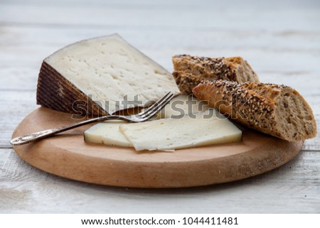 Manchego cured cheese and bread