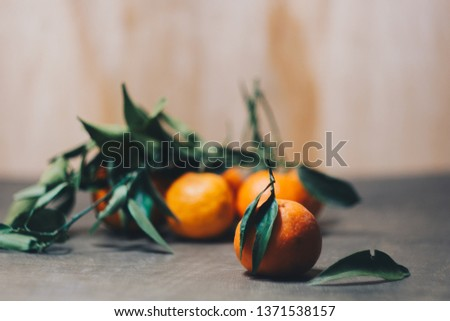 Mandarin citrus fruit with leaves on a wooden kitchen table on a blurred background. healthy food. raw food.