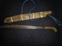 mandau origin of West Kalimantan, mandau is a traditional weapon used by the Dayak community as a tool to hunt and protect themselves from enemy attacks or to attack enemies during the war.