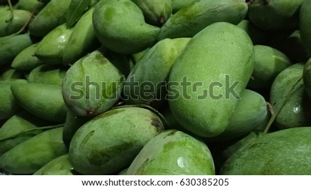 Mango is a perennial in the genus Mangifera, a tropical fruit of the family Anacardiaceae. Scientific name: Mangifera. Indica is a plant native to India. Because the region is rich in genetic diversit Foto d'archivio ©