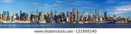 Manhattan skyline panorama with Empire State Building, New York City