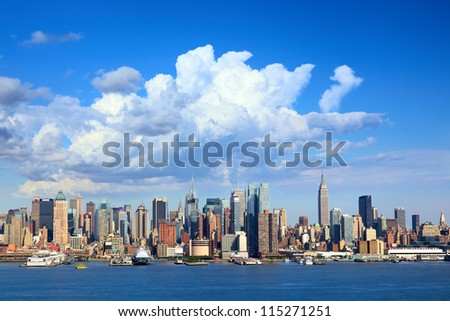 Manhattan skyline with Empire State Building over Hudson River, New York #115271251