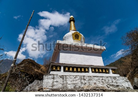 Mani stones and stupa on the way to Everest base camp, Nepal, Mani stones are stone plates, rocks or pebbles, inscribed with the six syllabled mantra of Avalokiteshvara (Om ma ni pad me hum)