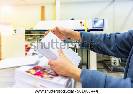 Manipulating envelopes for mailing