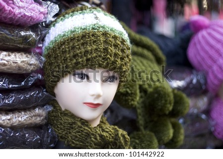 Mannequin wearing a woolly hat and scarf