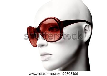 Mannequin wearing fashion sunglasses