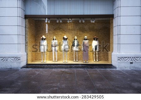 mannequins at shopfront