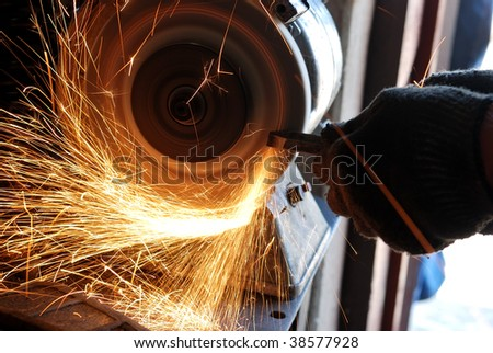 Manual sharpening of a tool on grinding machine