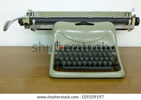 manual typewriter vintage dating back to the sixties