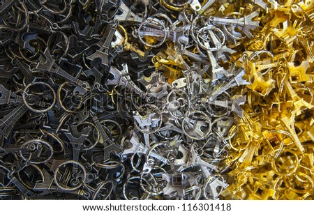 Many black, grey and golden key-rings of Tour Eiffel