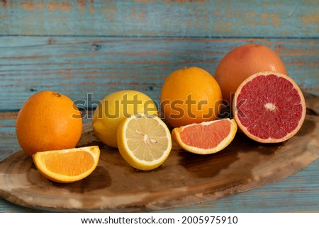Many kind orange cara cara , lemon, star ruby grape , navel put on wooden tray nature background for gift and good healthy. Foto stock ©