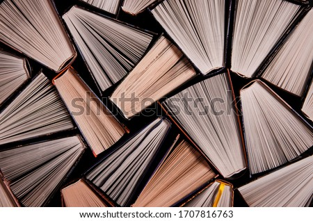 Many open old multicolored books stand on the bookshelf Stockfoto ©