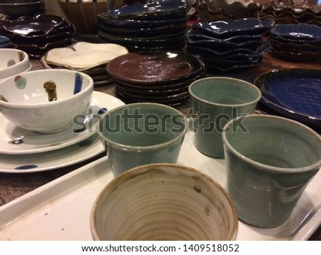 Many pottery with many colors.