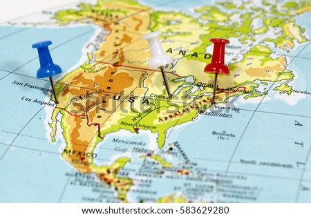 Pin pointing on Chicago on USA map in atlas Images and Stock Photos on