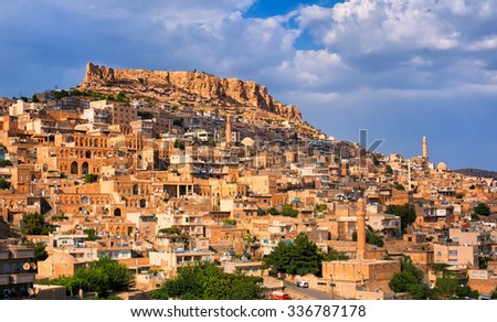 Mardin, a city in south Turkey on a rocky hill near the Tigris River, famous for its Artuqid architecture Stockfoto ©