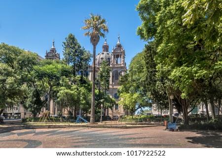 Marechal Deodoro square and Porto Alegre Metropolitan Cathedral in downtown - Porto Alegre, Rio Grande do Sul, Brazil Foto stock ©