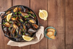 Marinara mussels, moules mariniere, with toasted bread and lemon