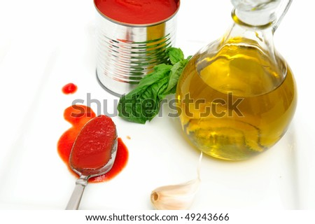 Marinara sauce ingredients including Olive oil, Basil leaves, fresh garlic and tomato sauce