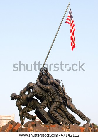 Marine Corps War Memorial Iwo Jima statue and American Flag
