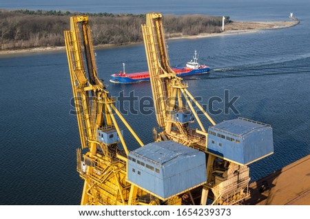 MARITIME TRANSPORT - The freighter flows through the port channel to the transhipment quay