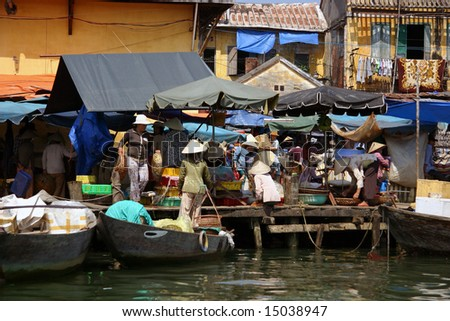 market to the banks of Mekong river