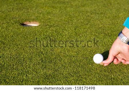 Marking golfball on putting green