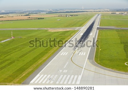 Marking on the beginning of the long runway