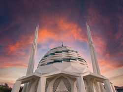 Marmara University Faculty of Theology Mosque in Altunizade Modern landmark mosque.