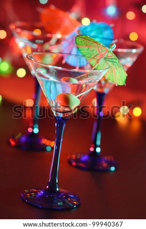 martini cocktail, Christmas garland on background
