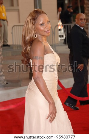 MARY J. BLIGE at the 2006 American Music Awards at the Shrine Auditorium, Los Angeles. November 21, 2006  Los Angeles, CA Picture: Paul Smith / Featureflash