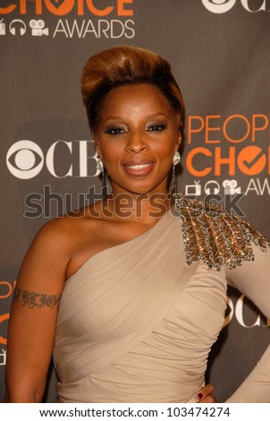 Mary J. Blige at the arrivals for the 2010 People's Choice Awards, Nokia Theater L.A. Live, Los Angeles, CA. 01-06-10