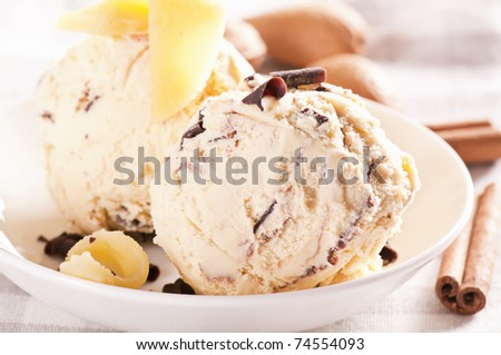 Marzipan ice cream