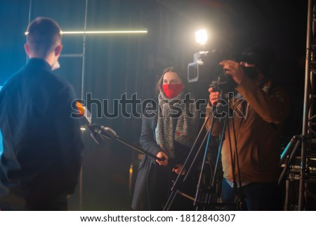 masked journalists interviewing during a pandemic. Covid-19