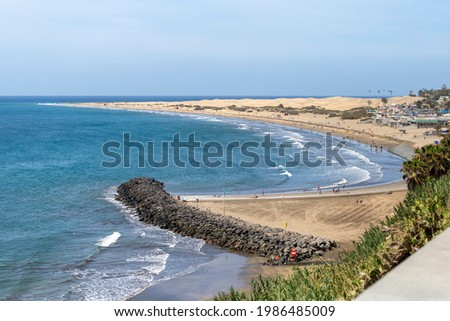 Maspalomas Beach (Playa de Maspalomas) in Gran Canaria, Canary Islands, Spain on a hot summer day. Foto stock ©