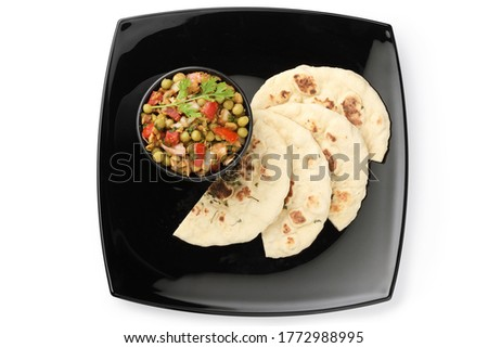 Matar kulcha or Dried yellow peas chaat with pan cooked bread, selective focus  Foto stock ©