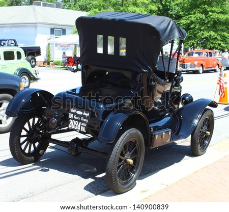 MATHEWS, VA- JUNE 01:A 93 year old Ford in the Annual: Vintage TV\'s \